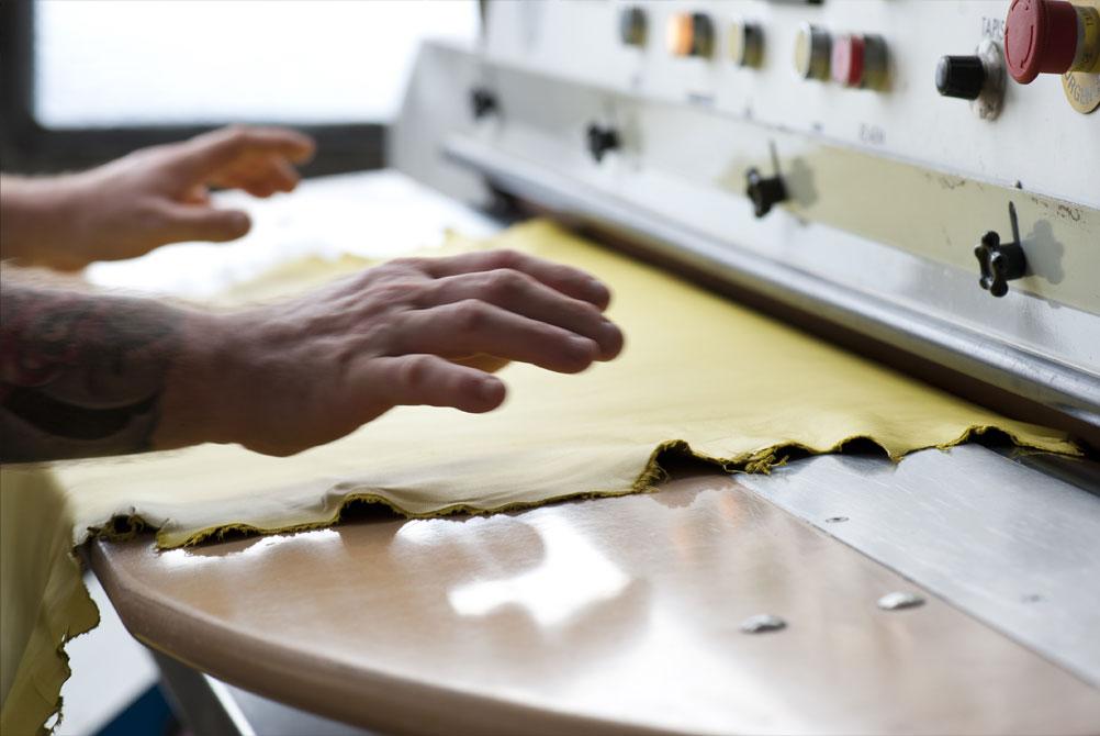 Tannerie Alric finissage traitement cuirs artisan Millau