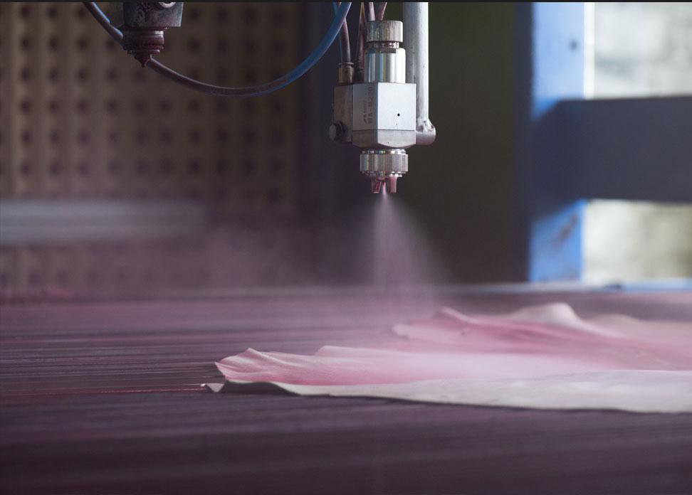 Tannerie Alric finissage machine atelier artisan Millau
